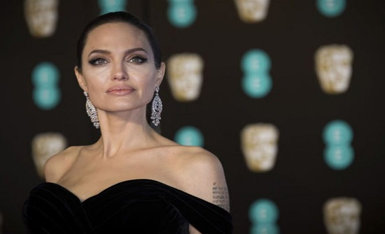 """أنجلينا جولي تكشف عقب انفصالها عن براد بيت : """" حياتي أصبحت سيئة بعد الطلاق """""""