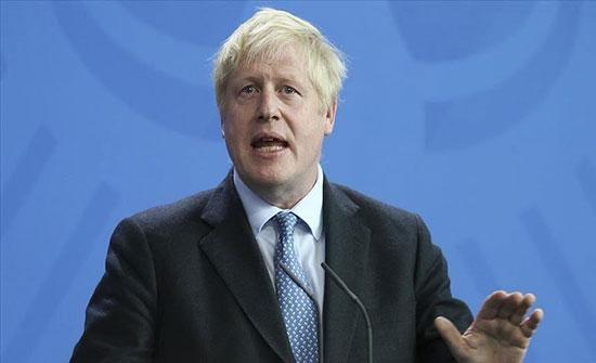 رئيس الوزراء البريطاني يحث مواطنيه على الحذر رغم تراجع الإصابات بكوفيد
