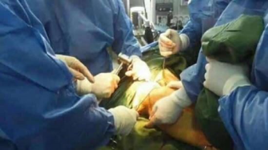 التحقيق مع أطباء مغاربة صوروا مريضاً عارياً بغرفة العمليات وسخروا من حالته ونشروا الفيديو