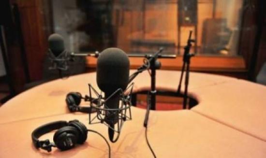 بالفيديو: إعلامي عربيّ يودّع المشاهدين بعد 5 سنوات على الشاشة