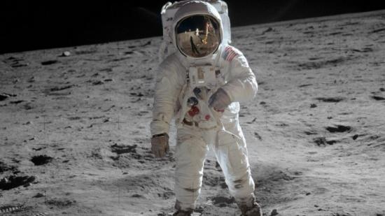 دراسة: مستوى الإشعاع على القمر لا يسمح بوجود البشر أكثر من شهرين