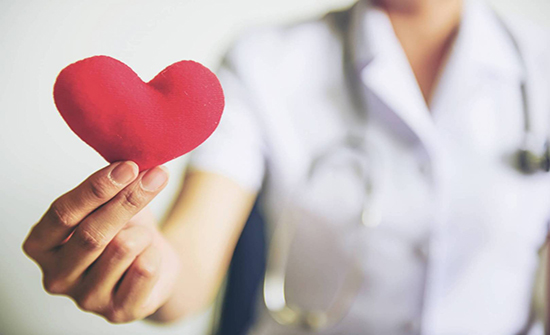 كيف تؤثر ضغوط العمل والأسرة على صحة قلب المرأة