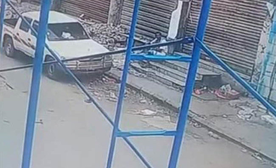 بعد انتشار فيديو الجريمة.. سارق يمني يعيد سيارة لصاحبها ويطلب المسامحة
