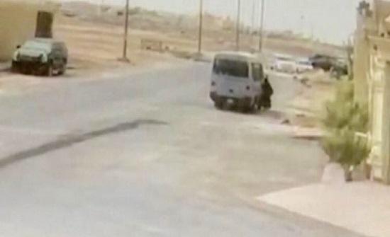 شاهد: دهس طالبة في السعودية بطريقة مروعة بحافلة مدرستها