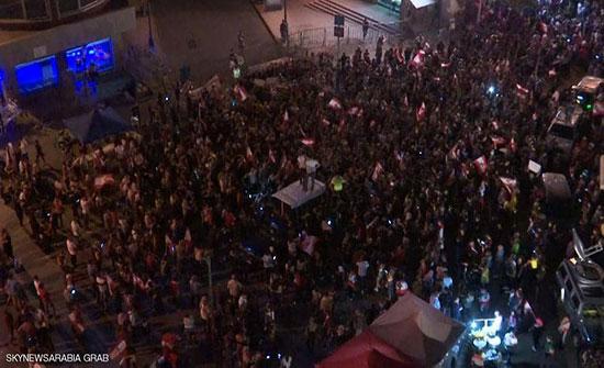 """بالفيديو : لبنان.. الآلاف يحتشدون وسط بيروت للمطالبة بحكومة """"تكنوقراط"""""""