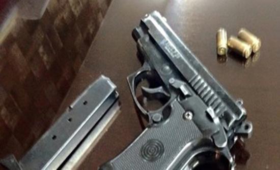 حبس 3 اشخاص بتهمة حمل وحيازة سلاح ناري بدون ترخيص في الطفيلة والزرقاء