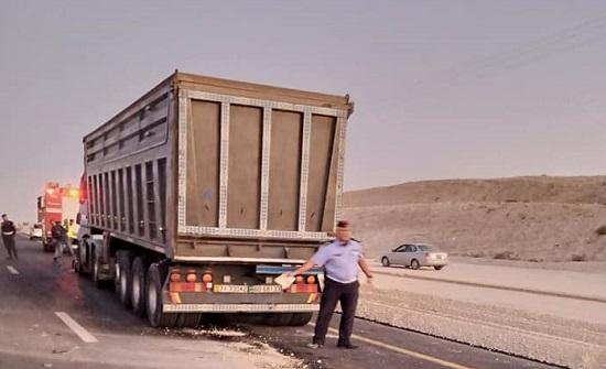 بالصور : بعد حادث سير ... إغلاق حركة السير داخل تحويلة ضبعه باتجاه الجنوب