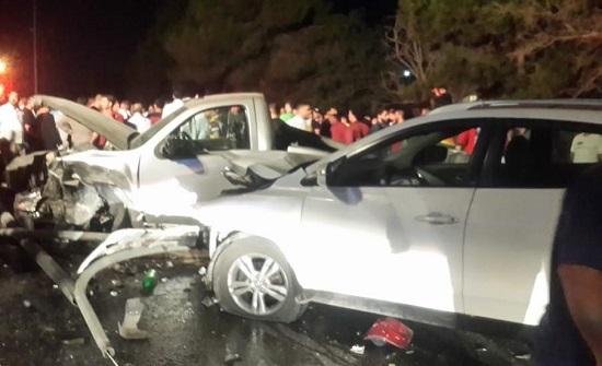 عمان : 3 وفيات واصابتان إثر حادث تصادم على طريق ياجوز - صور