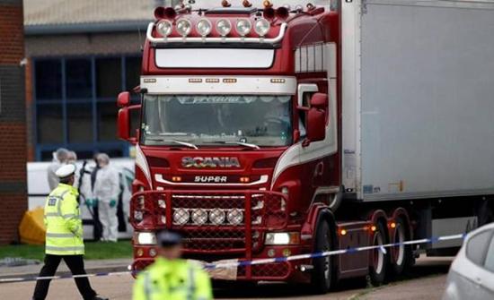 العثور على 31 مهاجرا باكستانيا في شاحنة في فرنسا