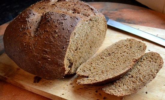 تناول الخُبز الأسمر بكميات قليلة يوميا مُفيد لهذا السبب