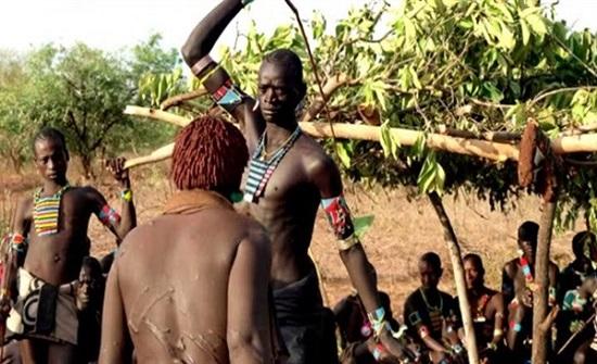 التعرض للضرب.. تقليد غريب للزواج داخل قبيلة الفولاني.. صور