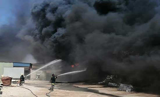 الدفاع المدني يخمد حريق مصنع في محافظة العاصمة