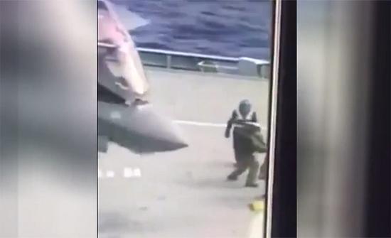 فيديو : لقطة محذوفة من هبوط F-35 على متن أحدث حاملة طائرات بريطانية