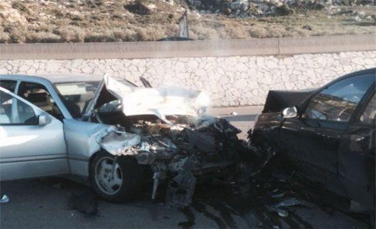 وفاة شخص وإصابة اثنين بحادث تصادم