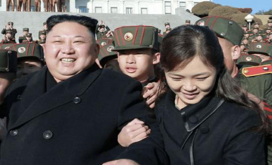 صور| ماذا يفعل زعيم كوريا الشمالية وزوجته ومسؤولين كبار ليلاً!