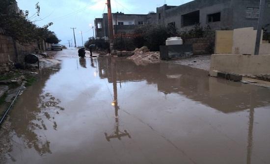 مياه الامطار تداهم 147 منزلا وتحاصر 42 شخصاً