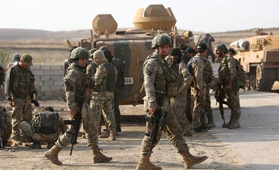 """""""الدفاع"""" التركية تعلن إعادة عناصر النظام السوري الـ18 (شاهد)"""