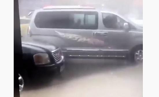 بالفيديو : امطار غزيرة وسيول في معان والكرك