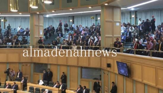 النواب يستمع لردود الحكومة على 15 سؤالاً نيابياً