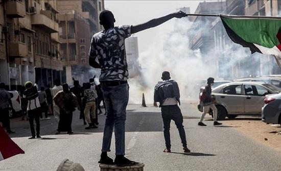 مظاهرات بالسودان تدعو لرحيل حمدوك بذكرى الإطاحة بالبشير