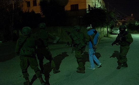 الاحتلال يعتقل 25 فلسطينيا بالضفة والقدس ويهدم 3 منازل