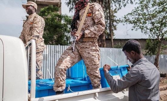 إثيوبيا تصوت في انتخابات تصفها الحكومة بأنها أول اقتراع حر