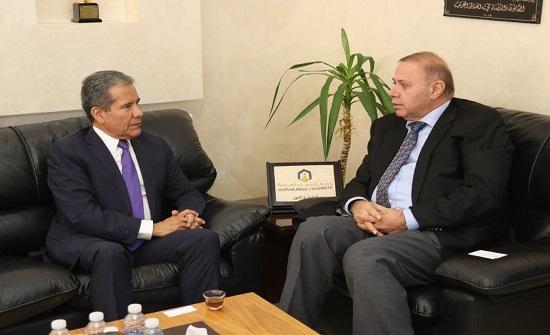 """رئيس """"عمان العربية"""" والسفير المكسيكي يبحثان التعاون الأكاديمي والبحثي"""