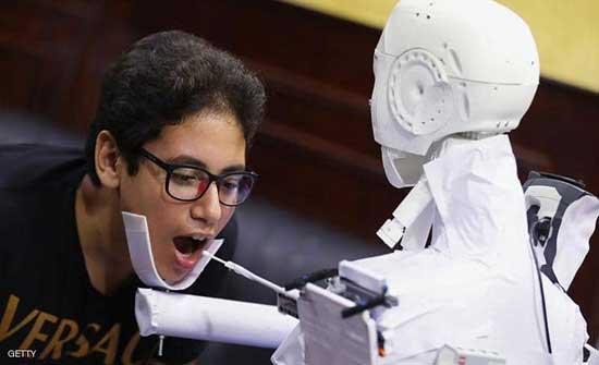 طلبة الهاشمية يصممون روبوتا آليا لأخذ مسحة بي سي آر