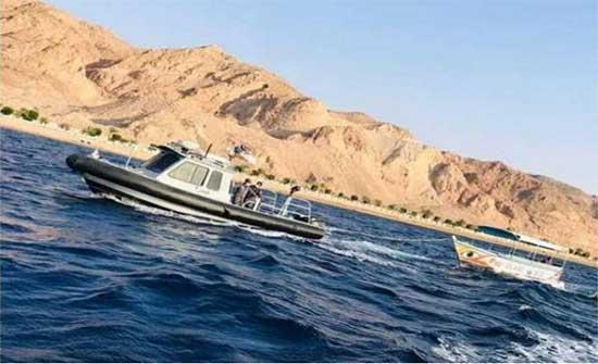 القوة البحرية تنقذ 6 أشخاص تعطل مركبهم في العقبة