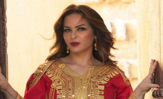 """منى السابر تتعرض لانتقادات بعد أحدث ظهور لها.. والجمهور """"هذا شكل وحده عليها قضية"""""""