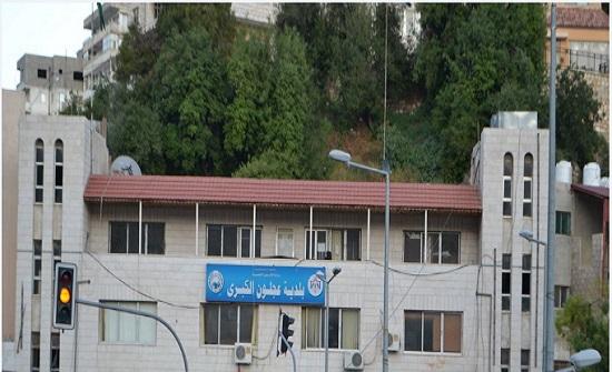 بلدية عجلون تنفذ حملة لإزالة مظاهر الدعاية الانتخابية