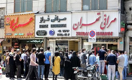 مسؤول إيراني: على الجميع أن يصابوا بكورونا