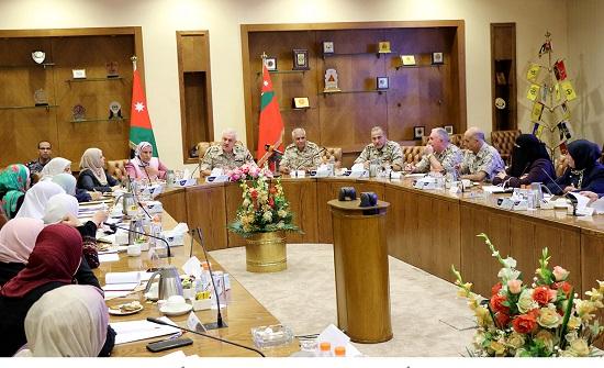 رئيس هيئة الأركان المشتركة يلتقي وفد البرلمانيات الأردنيات