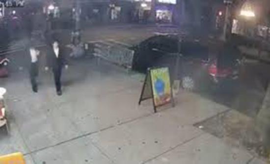 (فيديو) : تصرف شنيع لمراهقين داخل محل آيس كريم في امريكا
