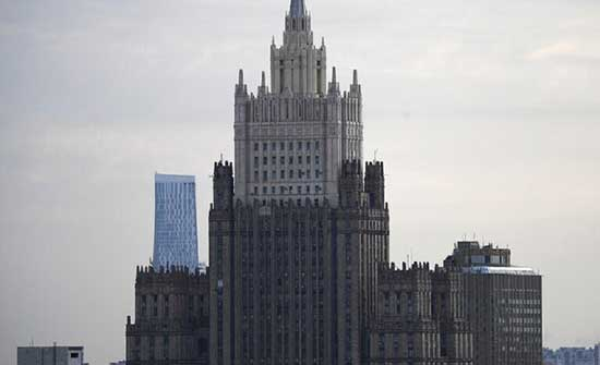 روسيا تعلن موظفا بالسفارة الأوكرانية شخصا غير مرغوب فيه