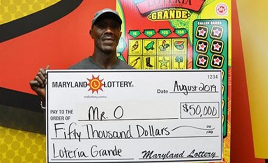 رجل محظوظ.. يفوز بجائزة اليانصيب للمرة الخامسة فى حياته