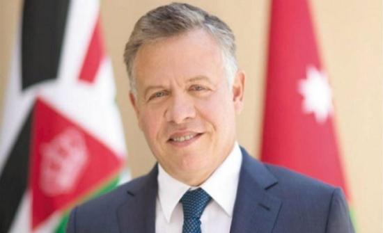 الملك يطمئن على صحة مالك كشك الثقافة في عمان