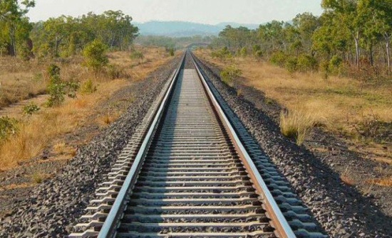 مصري ينقذ سيدة من الموت أسفل عجلات القطار ويلقى حتفه