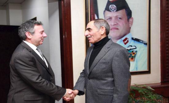 وزير الداخلية والسفير المصري يبحثان اليات تنظيم العمالة