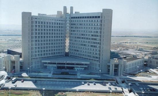 مستشفى الملك المؤسس: اجراء عملية لمريضة تعاني من عدم فتح الفم
