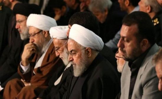 روحاني يرتعش في الصلاة خلف خامنئي (فيديو)