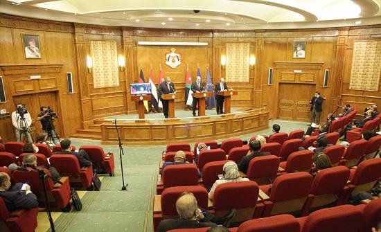 وزراء خارجية يؤكدون من عمان أن حل الدولتين السبيل لتحقيق السلام العادل والشامل