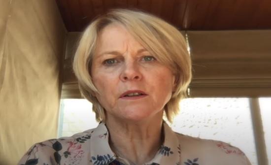 فيديو : السفيرة اللبنانية المستقيلة تعود للأردن بسبب اجراءات السفر