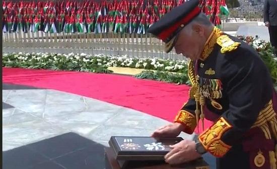 صور : الملك ينعم على الشهداء بوسام مئوية الدولة