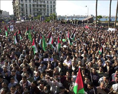 تظاهرة تطالب الامم المتحدة بإنقاذ الوضع الانساني بقطاع غزة