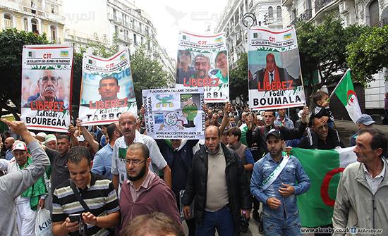 """بالفيديو : الجزائر ...مظاهرات تندد بـ""""فضيحة سوتشي"""" وتتوعد بجمعة أول نوفمبر"""