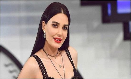 مكشوف وملفت.. سيرين عبد النور تثير الجدل بفستان أحمر