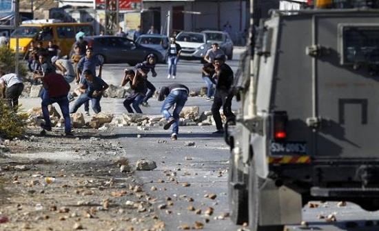 إصابات بمواجهات مع الاحتلال في مخيمي العروب والفوار بالخليل