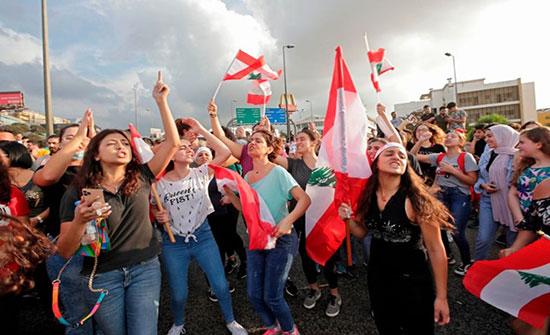 بالفيديو : احتجاجات لبنان متواصلة.. والإضراب يشل الحياة العامة