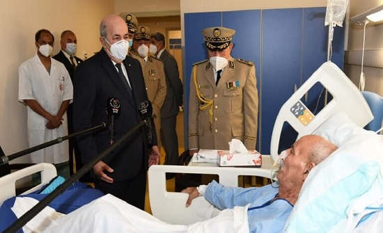 """زعيم """"البوليساريو"""" على جهاز الأوكسجين خلال زيارة تبون له في الجزائر .. بالفيديو"""